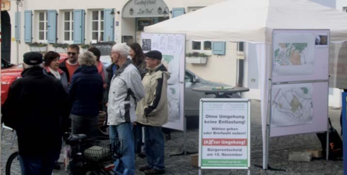 Der Infostand der IG Pro-Umgehung-Hip auf dem Marktplatz